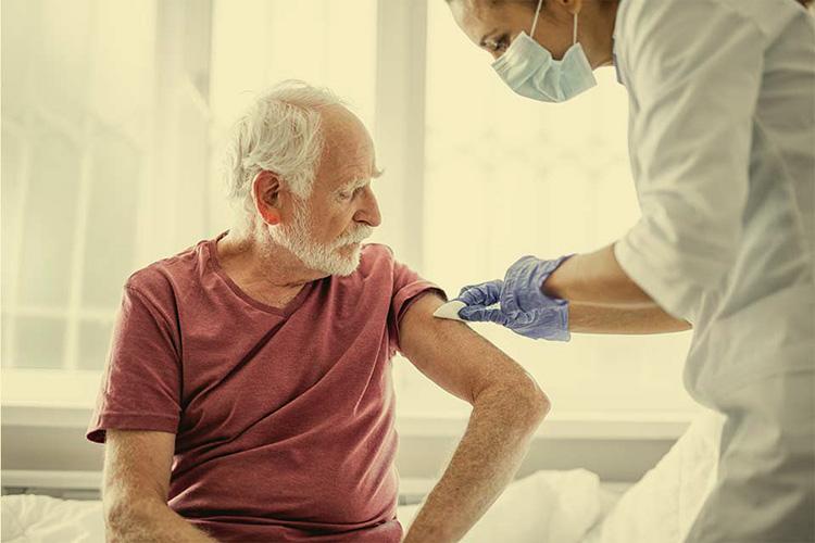 vaksinasi covid-19 pada lansia lambat
