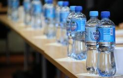 air_kemasan_mikroplastik_botol_plastik